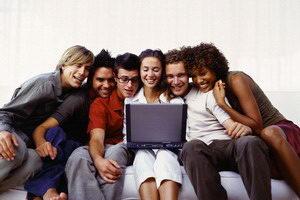 Короткие прикольные фразы и смешные афоризмы со смыслом помогут развеселить друзей